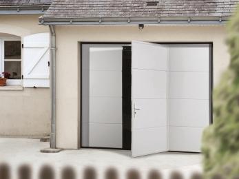 Porte de garage sectionelle avec portillon intégré